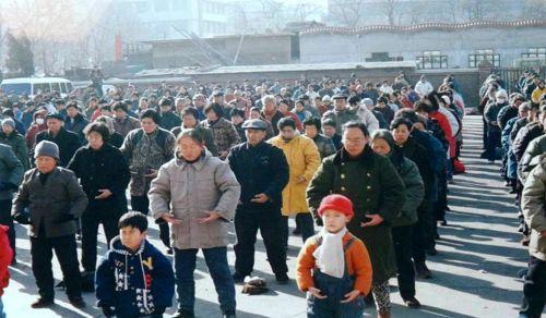 锦州市法轮功学员在炼功