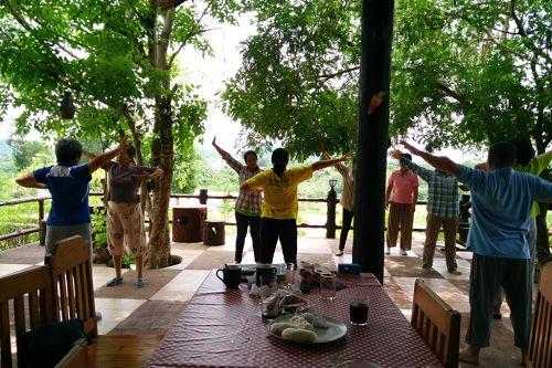 法轮功学员在呵叻府北冲县(Pak Chong)度假村教功