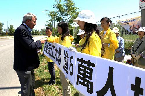 2015-7-15-minghui-falun-gong-ottawa-02--ss.jpg
