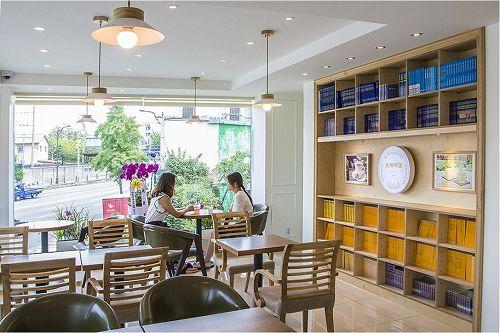 '图5、6:天梯书店一楼和二楼是品茶果、喝咖啡及茶,互相交谈或休息的同时,可以有读书的空间。'