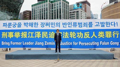 图12:图为韩国国立釜山大学哲学系教授、亚洲哲学会会长崔佑源在演讲。