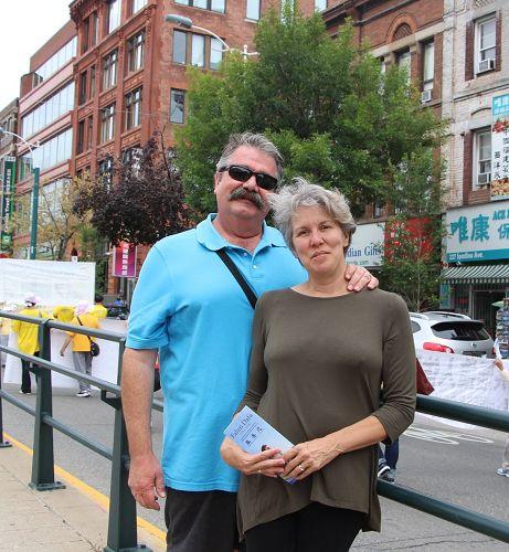 到多伦多旅游的Paul夫妻俩表示,尽快把(迫害法轮功的)刽子手送上审判台。