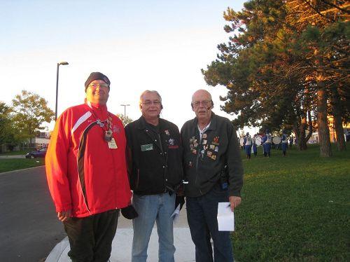 '圖6:基奇納-滑鐵盧感恩節大遊行的三位負責人MarkSichewski先生(左)、BobLuft先生(中)和BicBovingdon先生(右)'