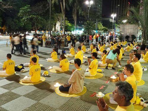 '图5:法轮功学员于Paulista大街传播法轮功的真相,呼吁制止迫害。'