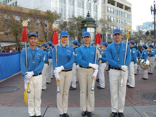 图:这次游行天国乐团的四个指挥员,右一是来自旧金山的总指挥Abraham Thomson。