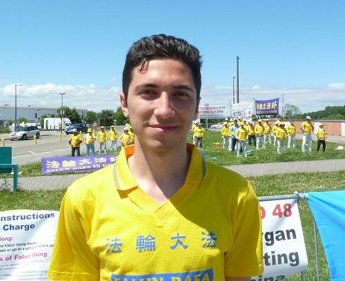 '图:二十二岁的意大利青年大卫(Davide)修炼法轮功已经两年了。'