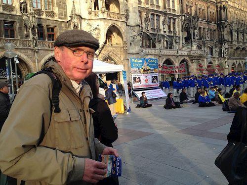 &#039图12:住在慕尼黑的退休政府公务人员马库斯要求中共立即停止活摘法轮功学员器官&#039