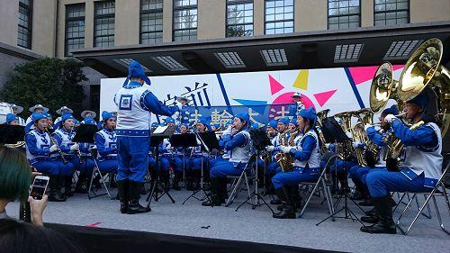 '图3:天国乐团在早稻田节上演奏'