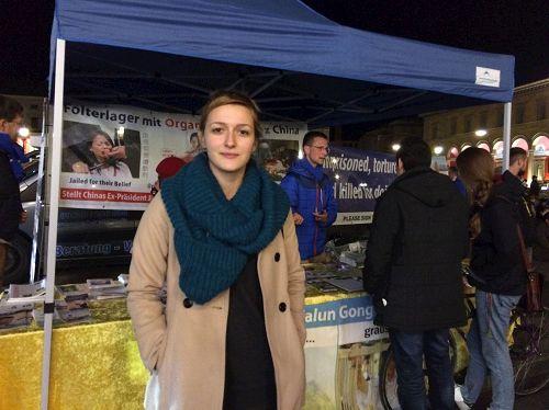 '圖15:德國女孩安綈妮娜(Antonella)贊嘆法輪功學員堅持信仰、和平反迫害的精神。'