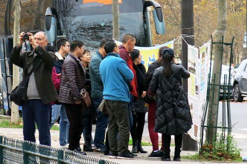 中国游客:法轮功是我们民族的希望