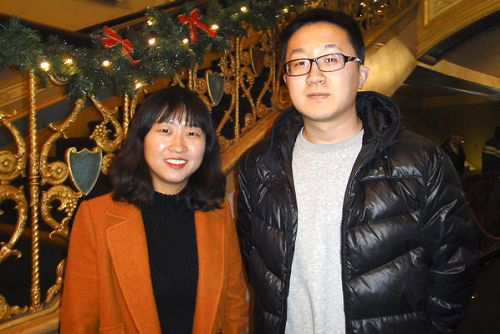 2016年12月23日晚,观赏完美国神韵世界艺术团在底特律歌剧院演出的张女士和刘先生赞叹中华文化的深奥,并期盼神韵能尽早回到中国大陆演出。