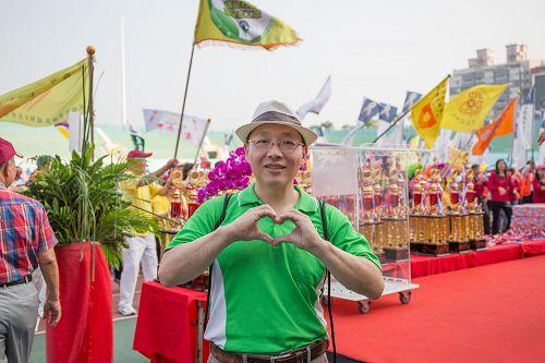 """'图8:专为企业公司培训的规划师谢东宏先生表示:""""我要为法轮功团队加油,做对的事就坚持。""""'"""