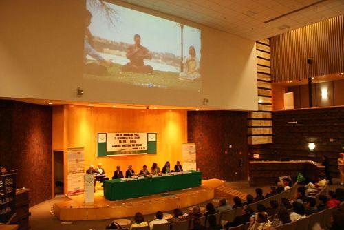 """'图1:法轮功学员在墨西哥众议院举行""""法轮<span class='voca' kid='53'>大法</span>,古老的智慧再现""""'"""