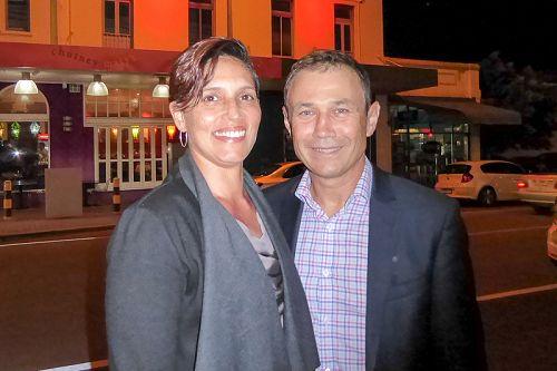 图7:西澳奎纳纳(Kwinana)选区州议员、反对党副领袖罗杰·库克(Roger Cook)与妻子、艺术馆馆长、澳洲原住民艺术专家 Carly Lane