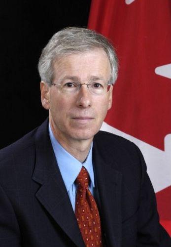 图:加拿大外交部长斯蒂文•迪翁(Stephane Dion)表达对迫害法轮功的关注。