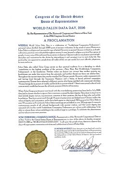 """圖9:紐約州第十三選區國會議員Charles Rangle 為""""世界法輪大法日""""頒發褒獎狀"""