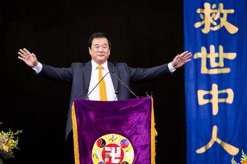李洪志师父为众弟子讲法两个半小时。