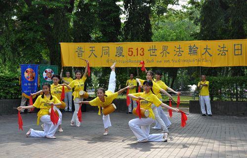 图2:庆祝活动以舞蹈《喜庆》开场