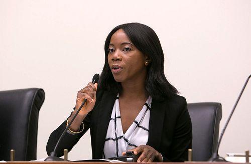 美國國會議員希拉•傑克遜•李(Sheila Jackson-Lee)的代表阿弗拉彥(Abiola Afolayan)