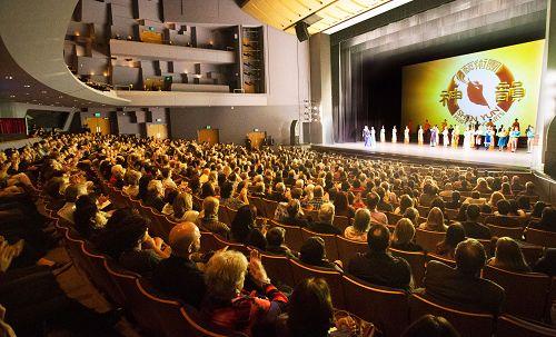 2016年3月22日,神韵纽约艺术团在洛杉矶千橡市(Thousand Oaks)演出盛况。
