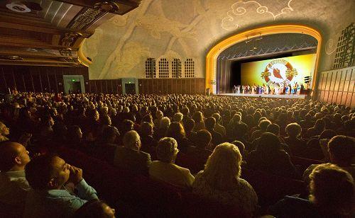 2016年4月9日,神韵纽约艺术团在洛杉矶克萊蒙特(Claremont)演出盛况。