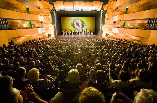 2016年4月20日,神韵纽约艺术团在洛杉矶北岭(Northridge)演出盛况。