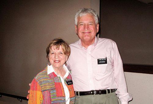 著名管理学家、国际管理学会院士David Whetten教授和太太Zina观赏了4月13日晚在橙县表演艺术中心上演的神韵节目后,讚歎这是天堂般的演出。