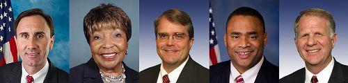 五名來自德克薩斯州的美國國會議員祝賀世界法輪大法日 (左起:美國國會議員彼得·歐森、艾迪·伯尼斯·強生、約翰·考伯遜、馬克·維西和泰德·鮑爾)