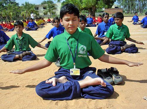 印度学生在学炼法轮功