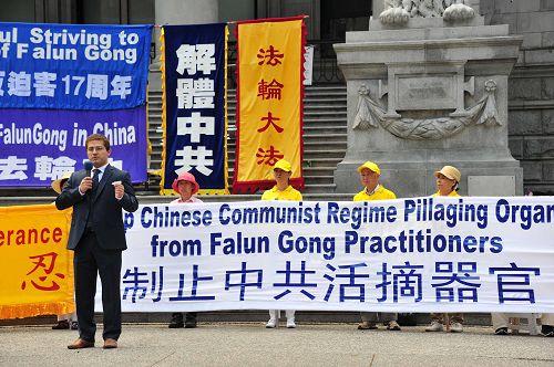 """图8:加拿大卑诗省议员选举独立候选人Elias Ishak先生七月二十日的集会上说:""""中共不代表中国,法轮功才是中国的象征。法轮功真正诠释了中华文化的美好和尊严。"""""""
