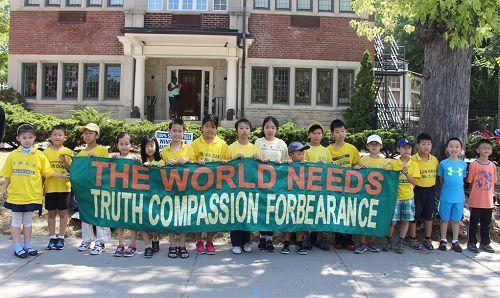 图5 :多伦多明慧学校小弟子参加当日的纪念活动。
