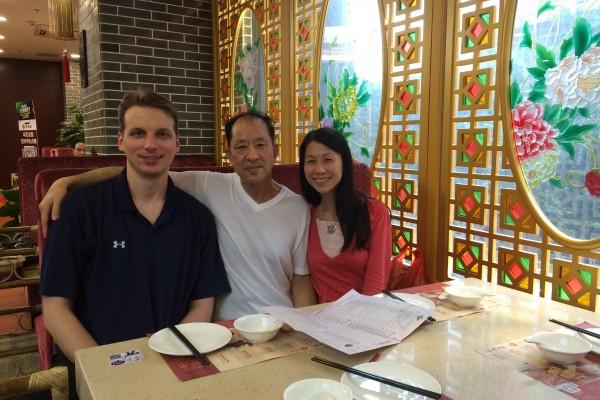 2016年夏天,王晓丹携夫赴中国营救父亲。没想到只是短暂的相聚。(大纪元)