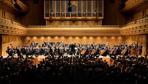 图1:九月十五日下午两点,神韵交响乐团在日本东京歌剧院音乐厅展开亚洲首演。