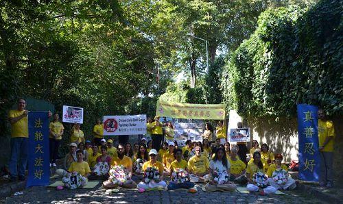法轮功学员在伊斯坦布尔中使馆前的抗议活动