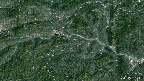 图:诸葛亮当年以这一带山岭为依托,开路设垒,把自然地形变成了八阵图(谷歌地球软件截图)