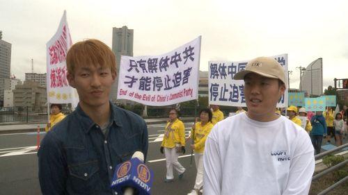 '图7:两位日本青年谴责迫害法轮功'