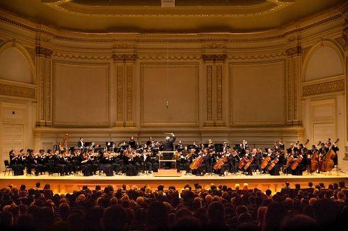 '图3:10月14日晚,神韵交响乐团2017巡演来到纽约卡内基大厅(CarnegieHall)。'