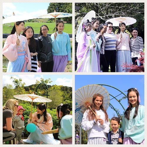 图3:游客们纷纷和玫瑰园中仙女装扮的法轮功学员合影