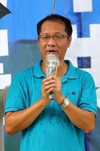 '图3:支联会副主席蔡耀昌表示钦佩法轮功坚持不懈和平反迫害的精神。'