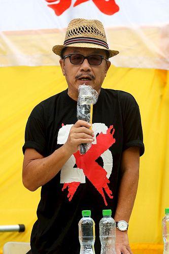 '图4:保卫香港自由联盟发言人韩连山谴责中共罪行。'