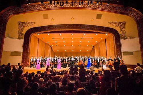 '图1:神韵交响乐团台湾巡演完美落幕。'