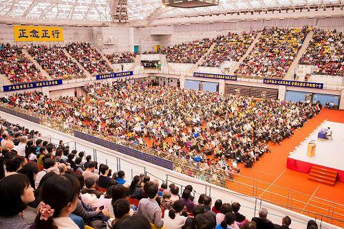 '图1~3:二零一七年台湾法会在台湾大学体育馆隆重召开。'