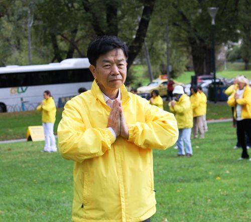'图1:墨尔本法轮功学员刘先生感恩李洪志师父的慈悲救度。'