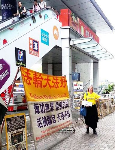 图3:今年四月二十五日,丹迪斯去香港参加讲真相活动