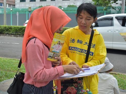 图2-3:,路人签名,支持对迫害元凶江泽民的控告