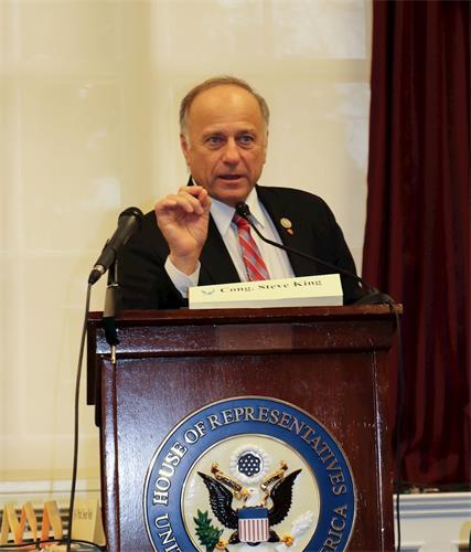 '图4:美国众议员史蒂夫·金(Steve?King)说,法轮功学员只是想做好人,不应因此遭到中共迫害。'