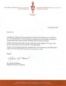 '图9~10:联邦参议员马里洛斯·麦克菲德兰(MarilouMcPhedran)对2018年即将到来的神韵巡演表示祝贺。'