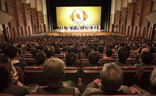 二零一七年一月三十日下午两点,美国神韵纽约艺术团于东京文京市民会馆演出结束谢幕盛况。