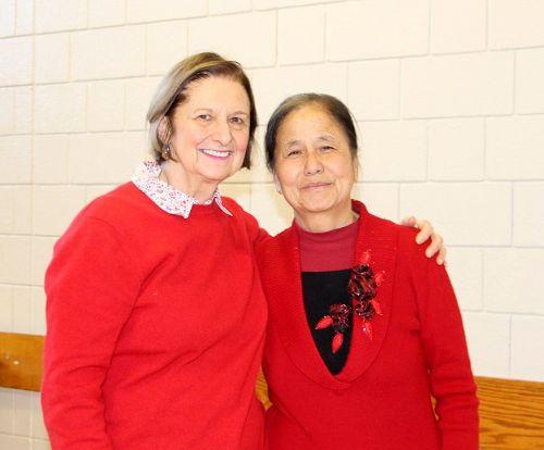 """图4:Kathleen Filiphuk(左)说:""""感恩的话不知怎么表达,就觉得自己幸运。"""""""