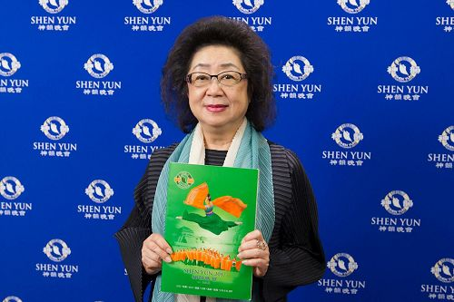 """'图5:高雄市教育局长范巽绿赞神韵每年全新的制作是""""前所未见的创举"""",尤其融合中华文化仁、义、礼、智、信等道德内涵,最难能可贵。'"""